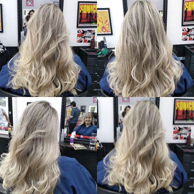 Louros q amamos ️ por @renatagarage60s #garage60s #blondiegirl #blondie #ombrehair #lourodivo #blondehairstyles Nosso agendamento é on-line garage60s.com