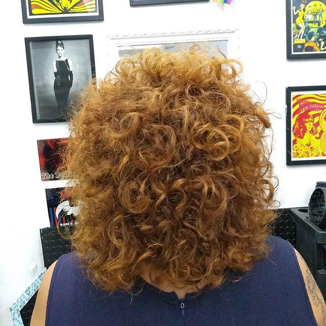 Cachos, só tem, corte que só valoriza o que já é lindo 🤘️ #garage60s #cachos #cachospoderosos #cachosruivos #curlyhair Nosso agendamento é online garage60s.com